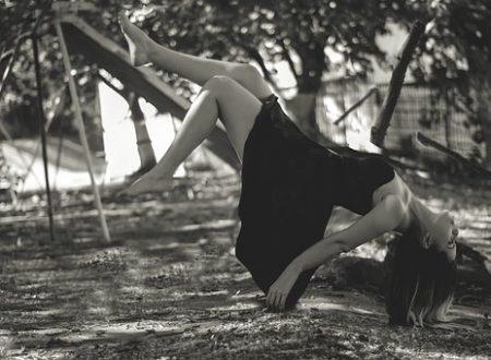 La semplicità è un vestito leggerissimo adatto ad ogni stagione del cuore.[Yelena b.]