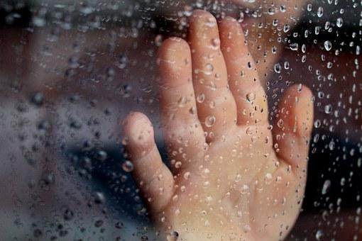la pioggia fa un rumore