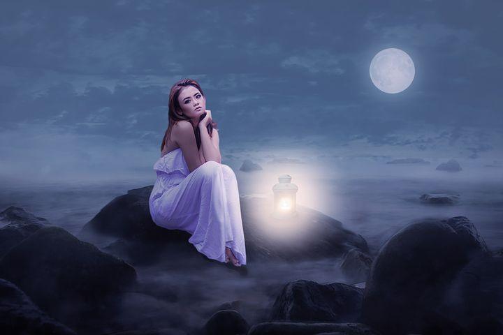 La luna sorgeva